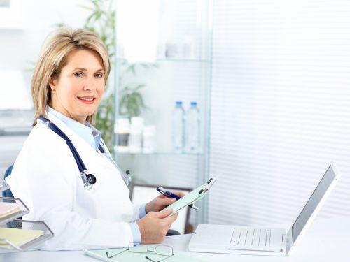 jak oznámit těhotenství - lékař