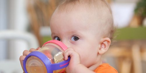 Nápoje a pitný režim u kojenců a batolat