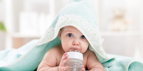 Pomůcky na krmení kojenců a batolat