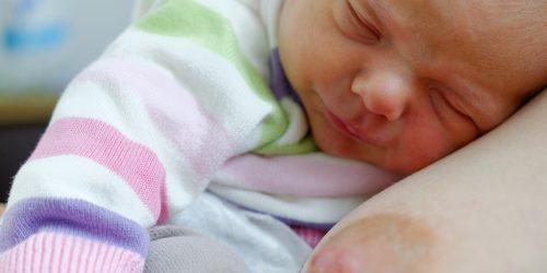 Co dělat, když kojení bolí - jak pečovat o prsa a bradavky